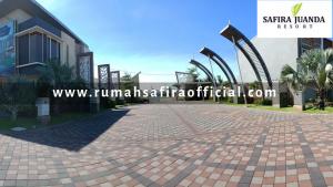 View Gate Utama Safira Juanda Resort